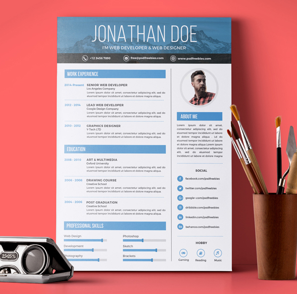Free Creative Graphic Designer Resume PSD Template