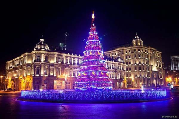 Christmas in World's Most Beautiful Cities - 27