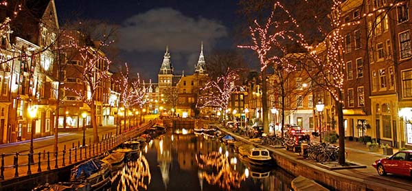 Christmas in World's Most Beautiful Cities - 13