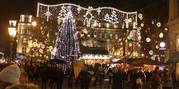 Christmas in World's Most Beautiful Cities - 33