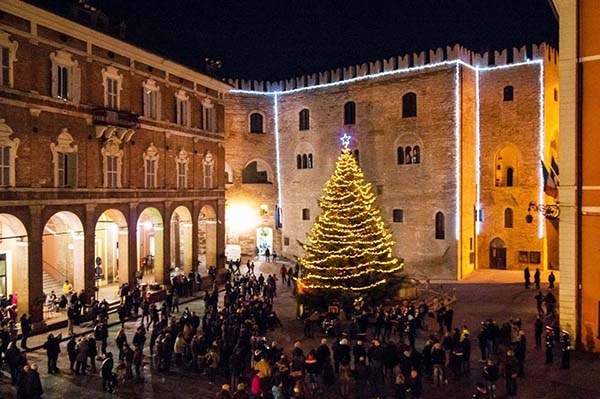 Christmas in World's Most Beautiful Cities - 6